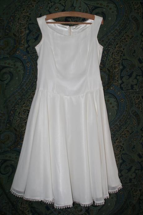 Krátké svatební šaty , 44