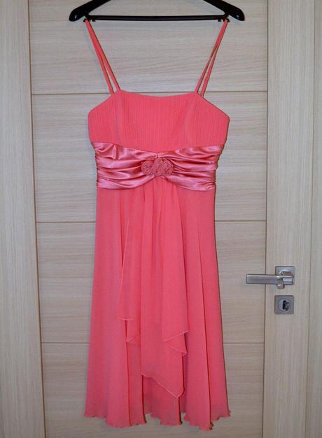 Nenosené luxusné šaty, M