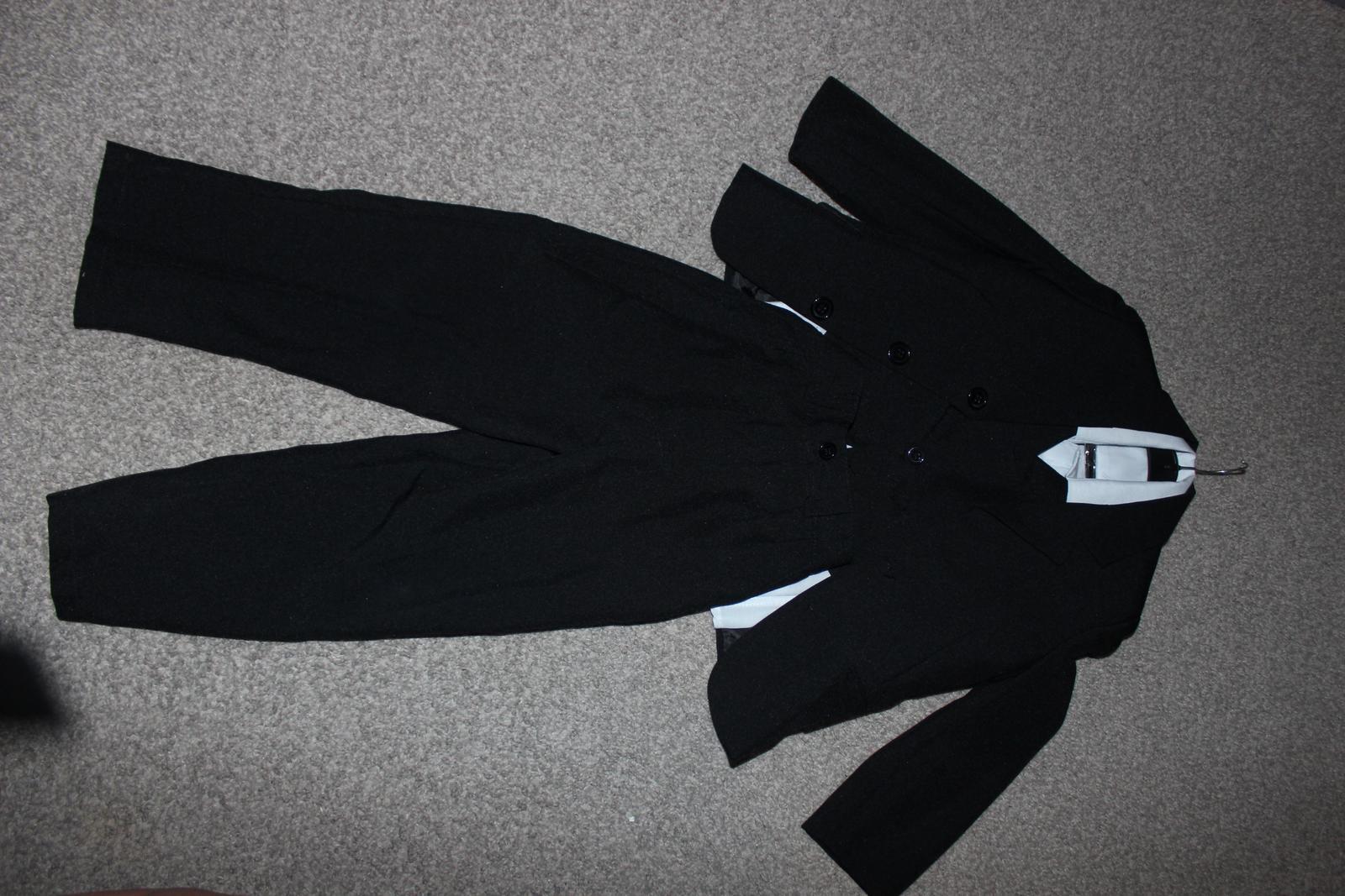 bee59145c7 Oblek s košilí i vestou