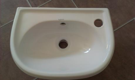 malé umývadielko,