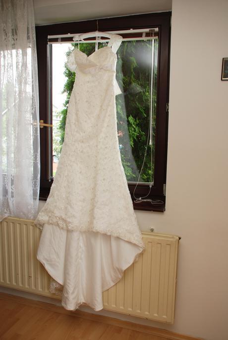 Svatební šaty s krajkou, 34