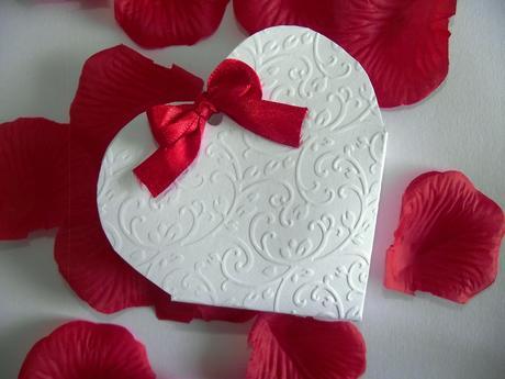 Ručne robené krabičky na darčeky pre svadobčanov,