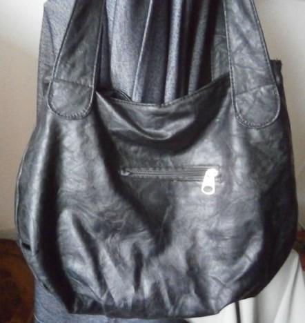 Černá větší kabelka , M