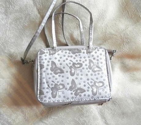 Malá stříbrná kabelka - peněženka,