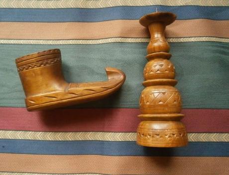 Svícen vyřezávaný dřevěný ,