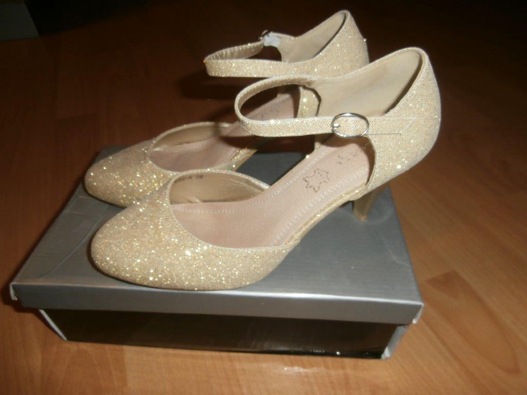 8bf222379b65 Zlaté svadobné topánky