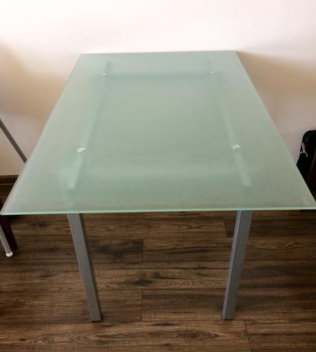 Jedálenský stol,