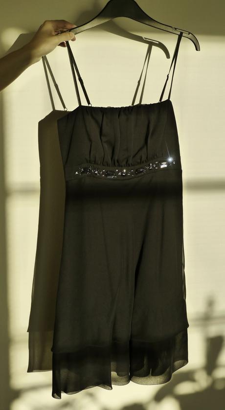 Tmavomodré šaty , 36