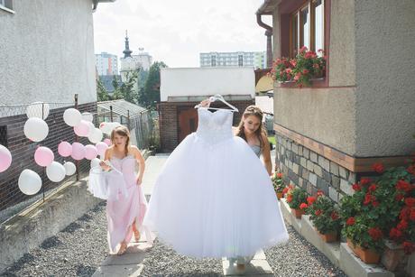 Princeznovské snehovo biele šaty, 36