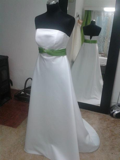 Svatební šaty s vlečkou - vhodné pro těhotné, 39