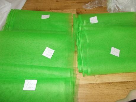 Zelená organza na stůl,
