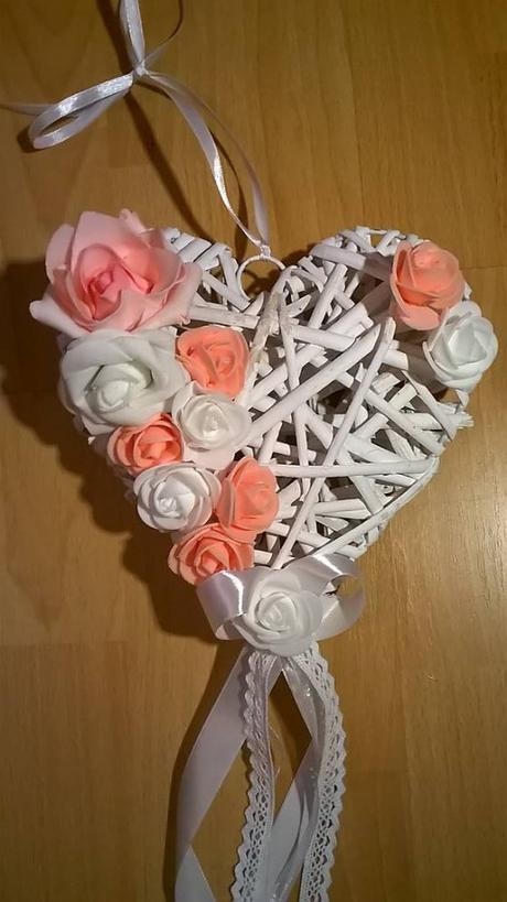 Svadobné srdce na dvere marhuľové,