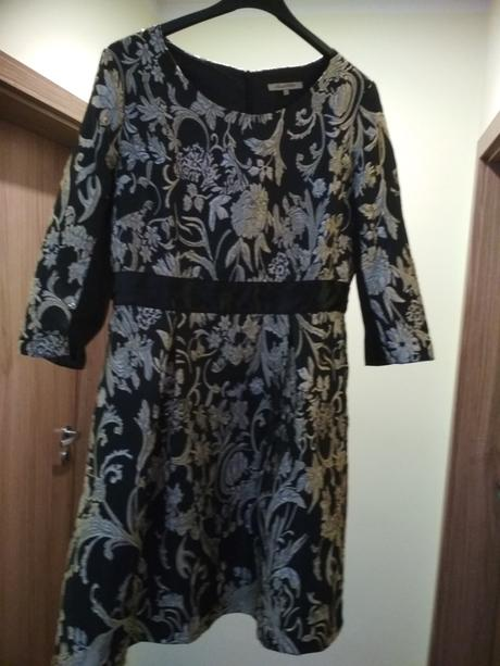 Čierno-zlaté šaty, 40