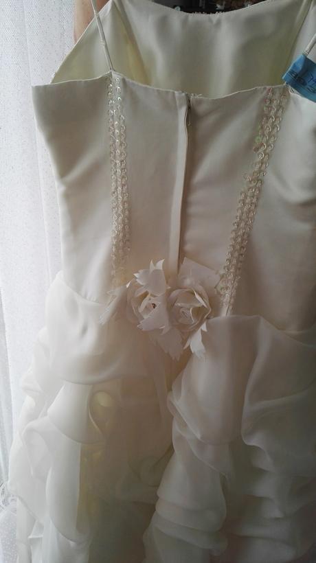 Bohatě zdobené svatební šaty, 34