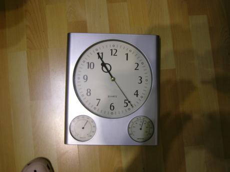 nastenne hodiny Quartz,
