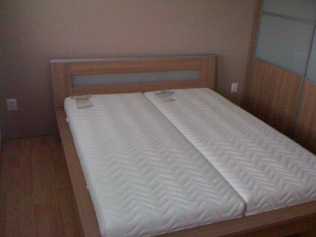 Manželská posteľ 160 x 200 cm,