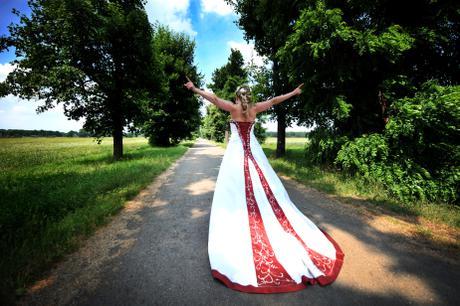 Úchvatné svatební šaty vel.38 bílá-vínová, 38
