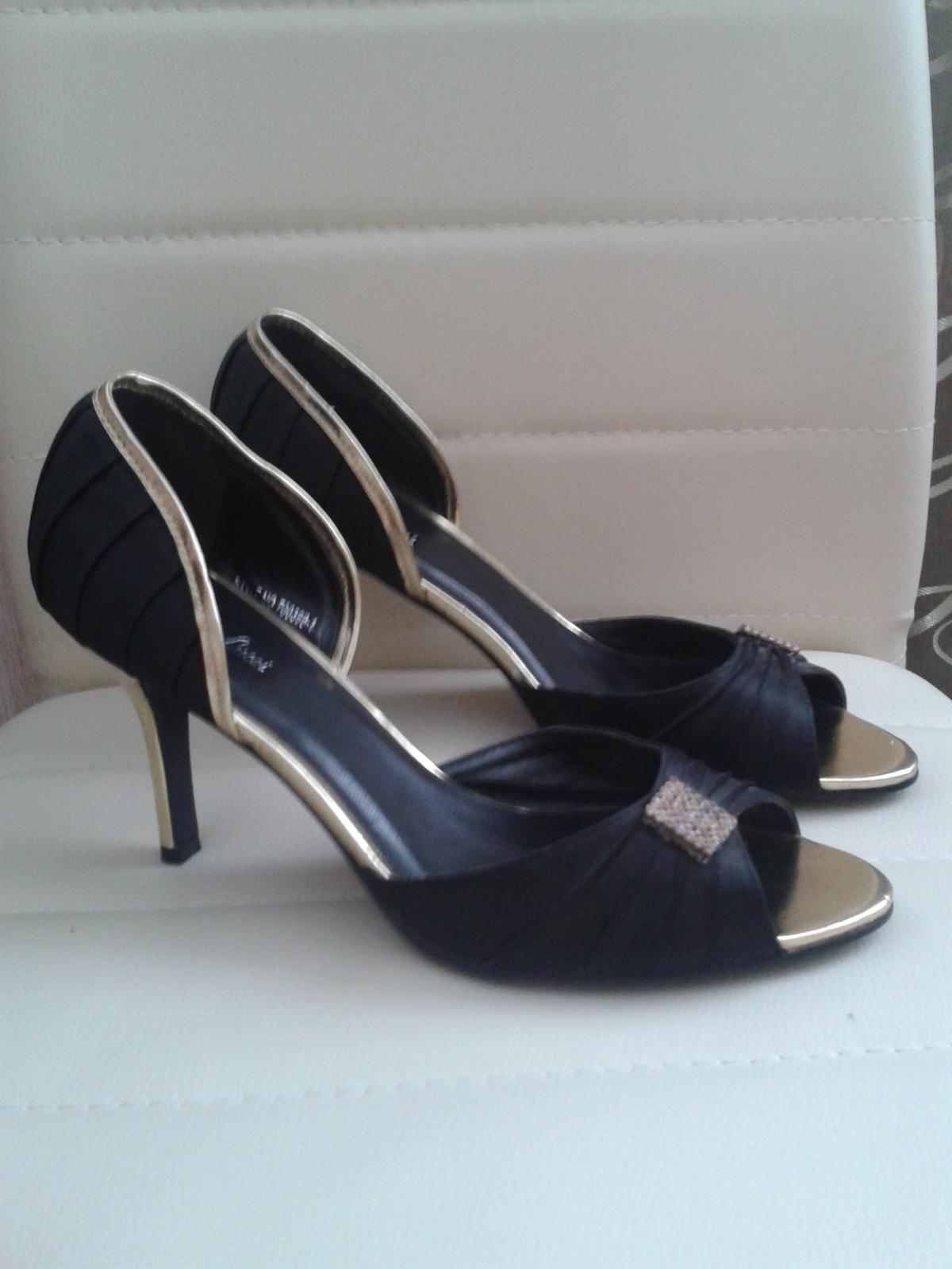 bb68ab767607 Saténové topánky s otvorenou špičkou