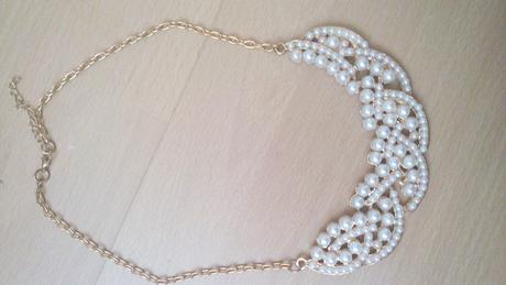 Rôzne veľké náhrdelníky,