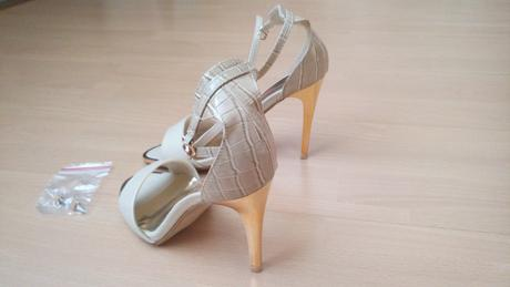 Sandale s kovovým opätkom a špičkou, 37