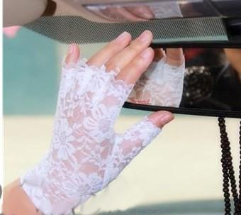 bílé krajkové svatební rukavičky bez prstů ,