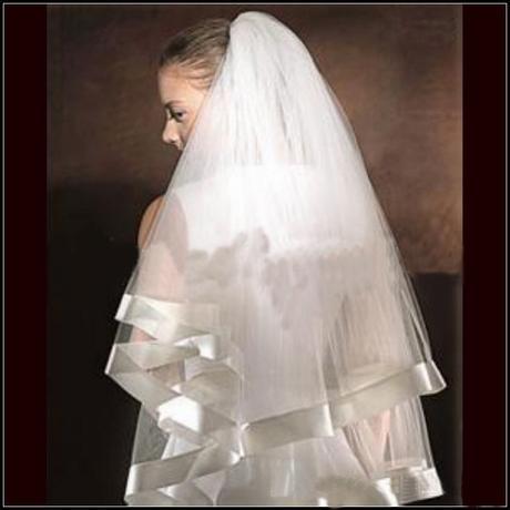 bílý svatební závoj lemovaný stuhou 2vrstvý,