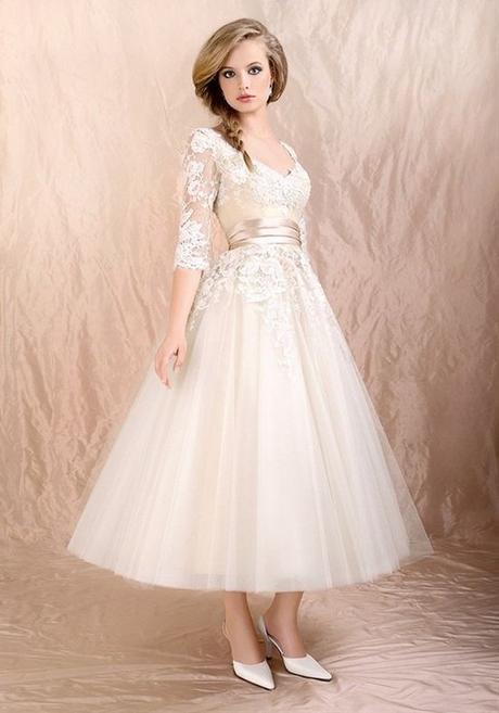 krátké svatební společenské bílé šaty s krajkou , 38