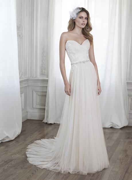 krémové krajkované svatební šaty s tylovou sukní , 36