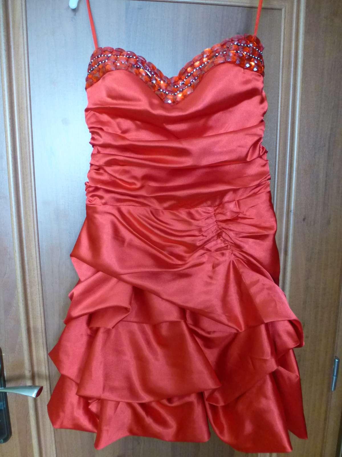 bf275476d3f3 Sýto červené krátke saténové šaty