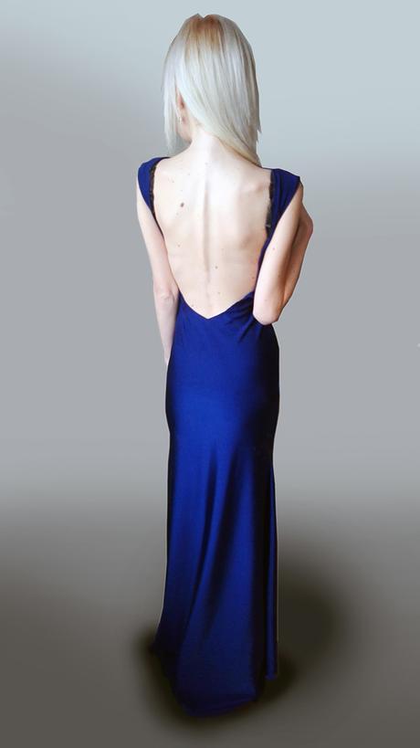 Spoločenské šaty s odhaleným chrbtom , 36