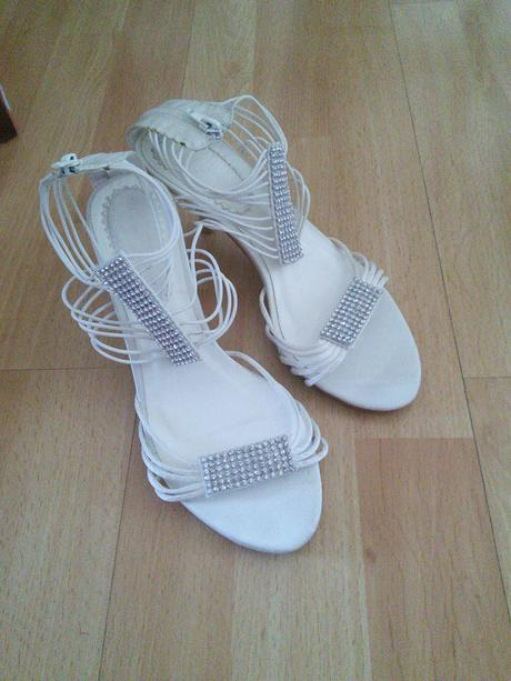 Spoločenské sandále, 38