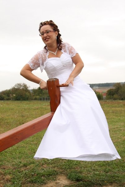 Nádherne jednoduché svadobné šaty so šnurovačkou, 42