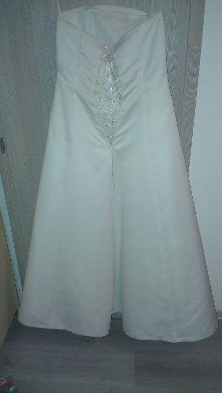 Svadonné šaty, 42