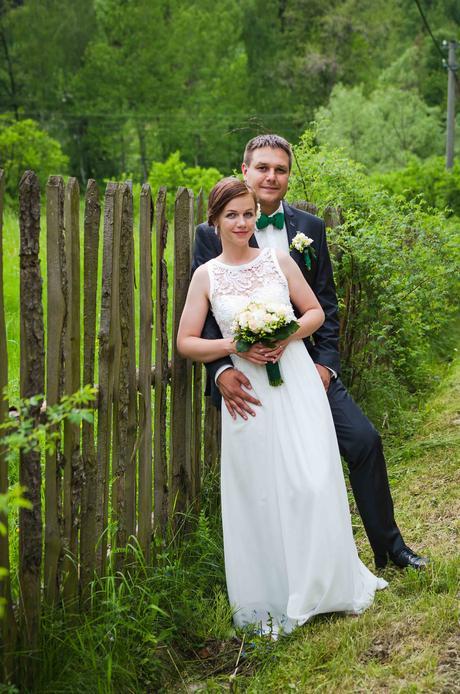 Jednoduché splývavé svatební šaty, 36