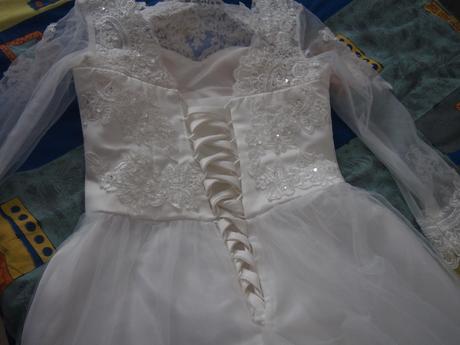 Nepoužité svatební šaty, 38