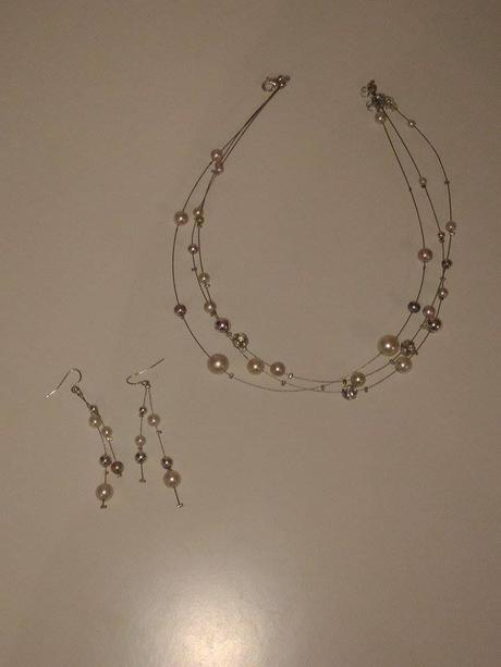 náhrdelnik s naušničkami,