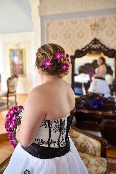netradiční svatební šaty pro plnoštíhlé, 48