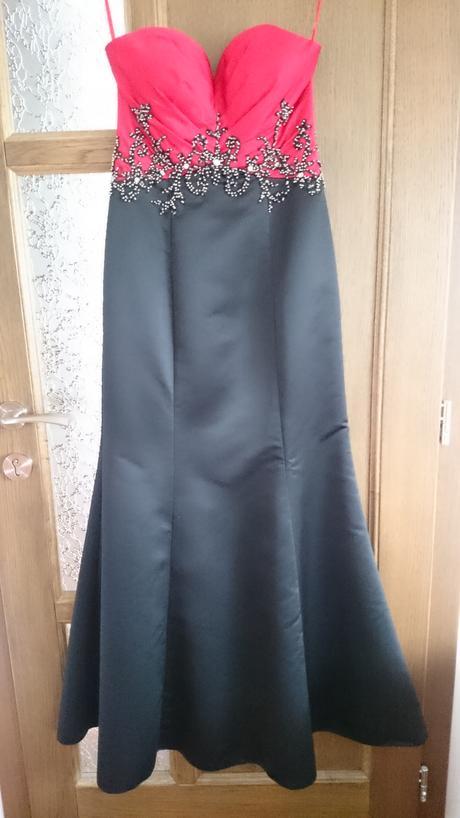 Červeno-čierne dlhé šaty, 34