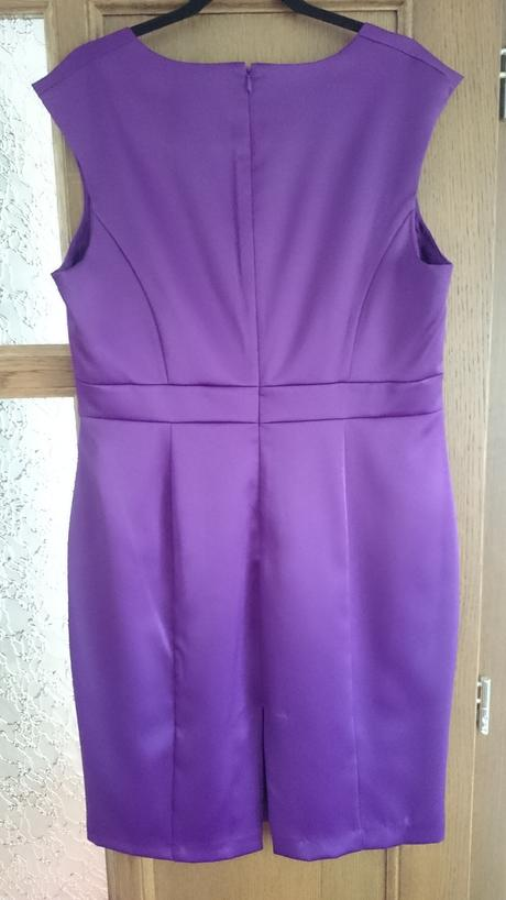 Fialové šaty, 46