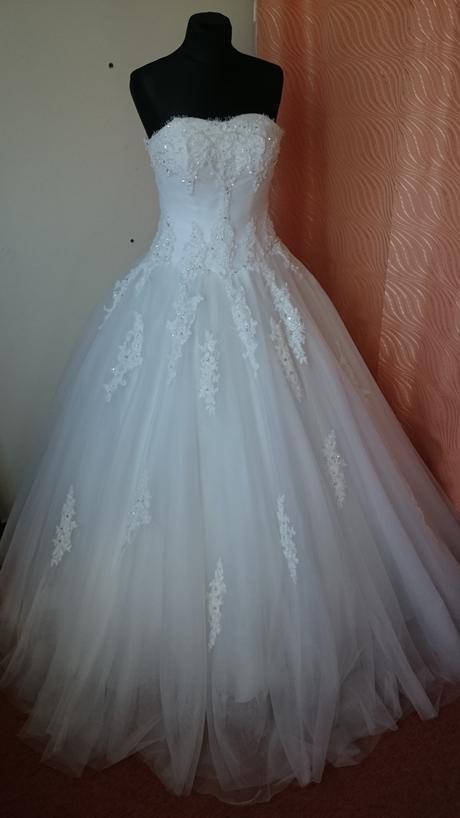 Krajkové svadobné šaty, 38