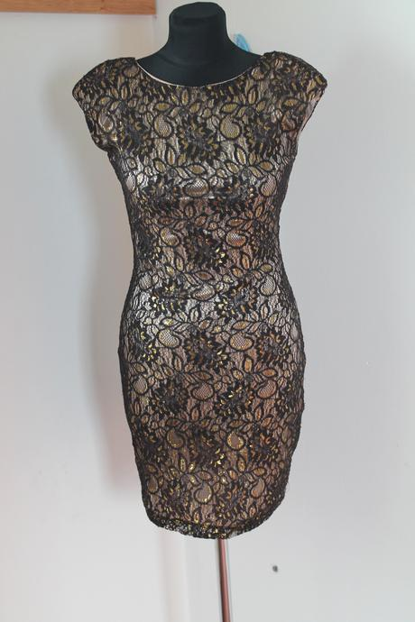 Krátke krajkové šaty, 36