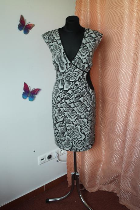 Krátke šaty, 40