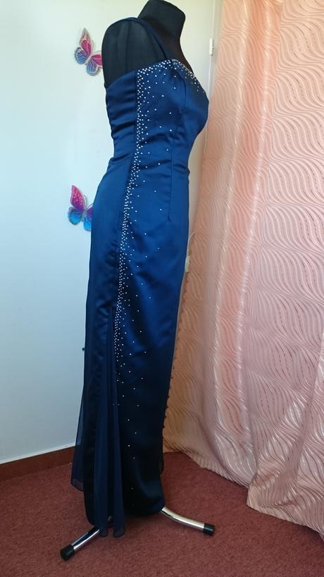 Modré dlhé šaty, 34