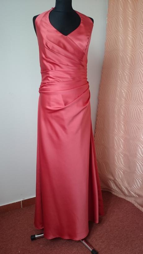 Tehlové saténové šaty, 40