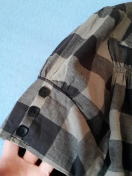 Raz oblecena bluzka, 36