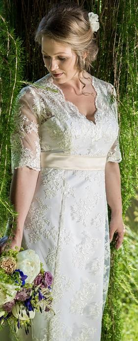 Na míru šité krajkové svatební šaty, 38