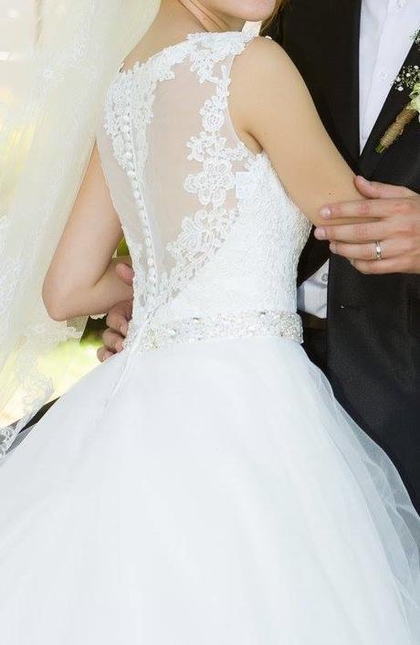 Svatební šaty na malou postavu s krajkou, 34