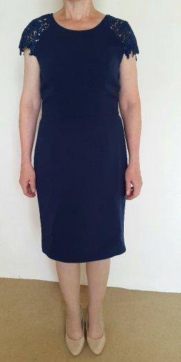 c6d8c9775ff2 Značkové modré čipkované šaty