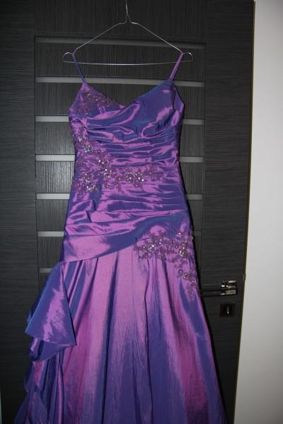 Spoločenské šaty zn. Demetrios, 34