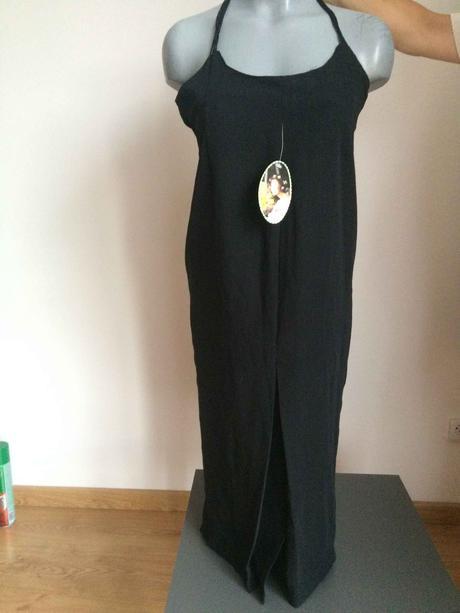 černé šaty na úzká ramínka s dřevěnými korálky, 38